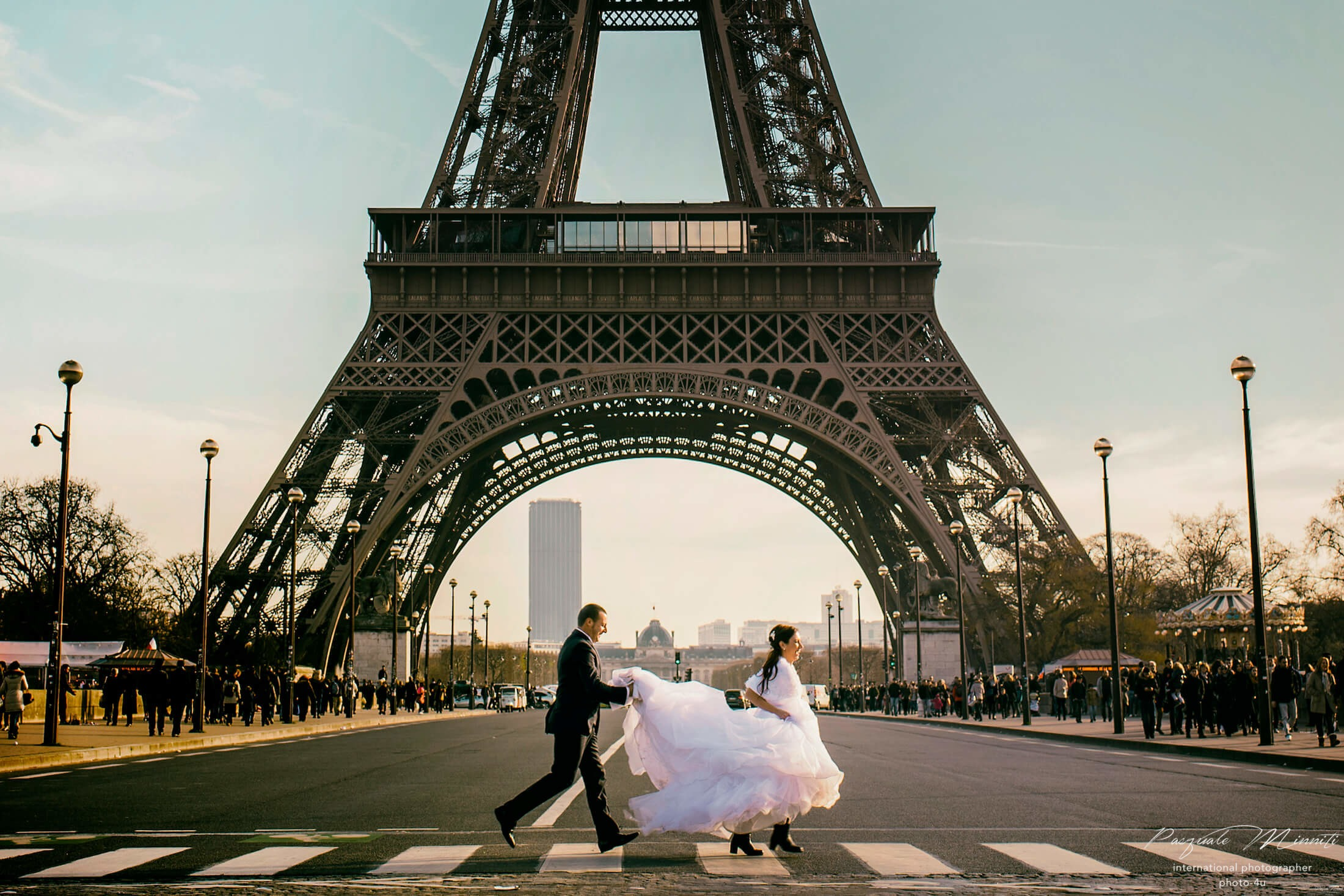 Photo Wedding Paris on the road Eiffel Tower