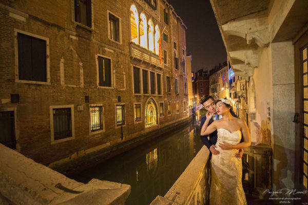 Photo shoot in Venice, Asian couple